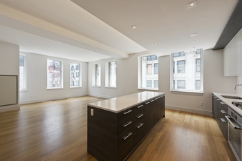 The Leonard Presents an Amazing Sponsor Unit - 3Bed- 3Bath with luxuriously appointed finishes in TriBeCa!!!